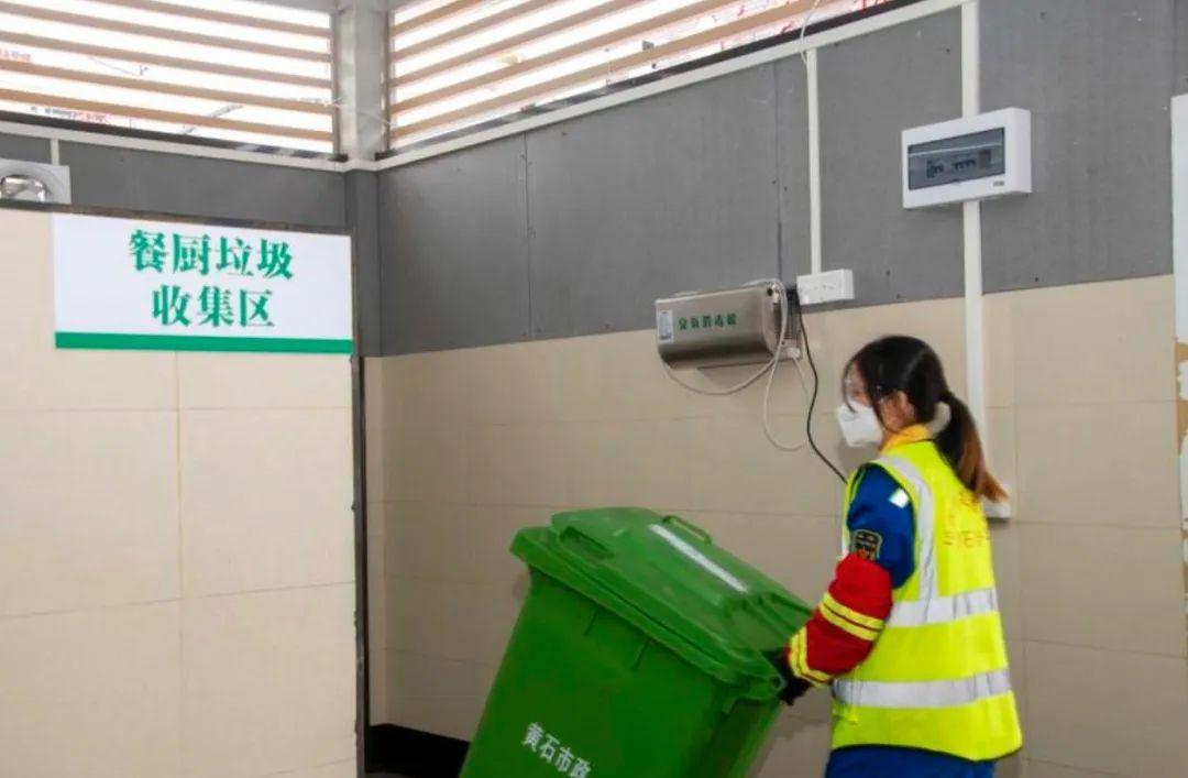 """黄石街专设居家隔离垃圾桶,疫情防控、环卫消杀""""两不误""""!"""